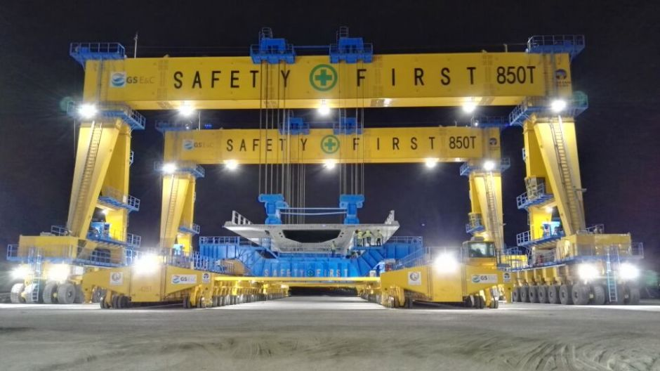 Doha link straddle carriers
